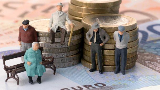 Кому повысят пенсии. Фото: nezhatin.com.ua