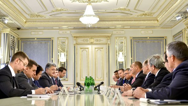 Порошенко обсудил сделегацией Конгресса ужесточение санкций против Российской Федерации