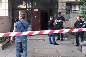 В подъезде столичной многоэтажки застрелили мужчину