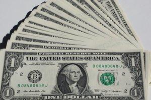 Курс доллара опустился ниже психологической отметки