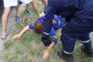 Курьезное спасение: под Киевом женщину дважды за день доставали из колодцев