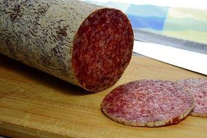 В Украине взлетают цены на колбасу