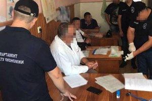 На Закарпатье невропатолог требовал с инвалида огромную взятку