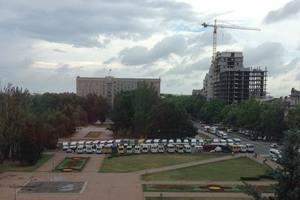В центре Николаева маршрутчики вышли на митинг