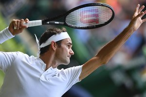 Роджер Федерер стал рекордсменом Уимблдона после победы над украинцем Долгополовым