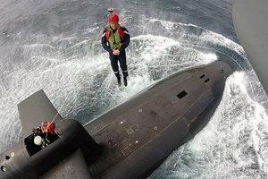 Макрон на атомной подводной лодке погрузился в море: опубликованы фото