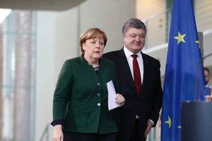"""Порошенко и Меркель высказались за продолжение активных контактов в """"нормандском формате"""""""