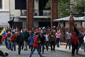 Attacked the Parliament of Venezuela was robbed women in the toilet
