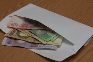 В Украине стало меньше зарплат в конвертах