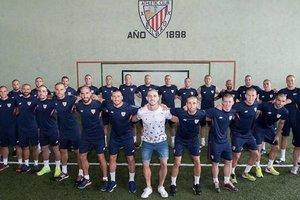 """Футболисты """"Атлетика"""" побрились наголо в поддержку болеющего раком партнера по команде"""
