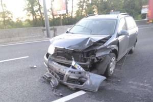 Под Киевом два авто улетели в отбойник