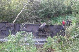 Автобус с туристами слетел в пропасть в Тернопольской области: есть жертвы