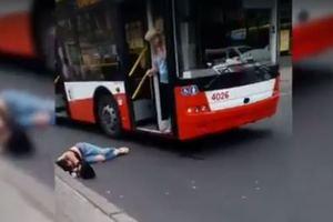 В центре Одессы троллейбус сбил молодую одесситку: опубликовано видео
