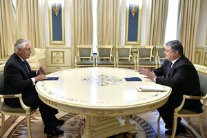 Тиллерсон рассказал Порошенко, о чем говорили Трамп и Путин