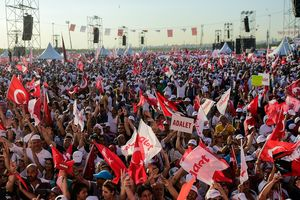 In Istanbul hundreds of thousands of people came out to protest against Erdogan