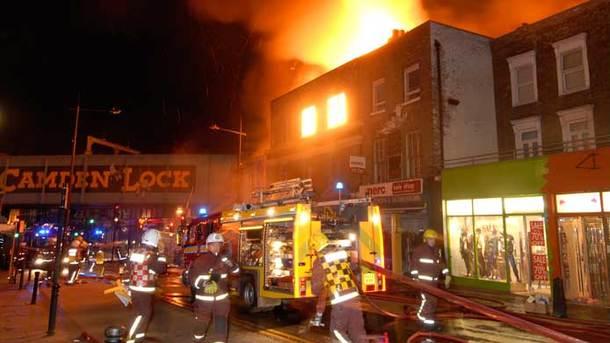 Пожар вКэмдене: легендарный лондонский рынок едва несгорел