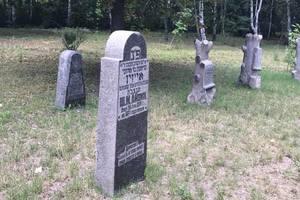 В Бабьем Яру в Киеве восстановили старинные надгробные памятники