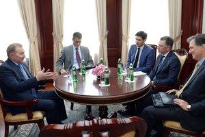 Кучма и Волкер в Киеве обсудили ситуацию на Донбассе