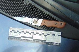 В Киеве молодому парню вонзили нож в живот