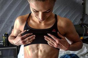 Девушка-боец UFC Марина Мороз показала идеальную фигуру