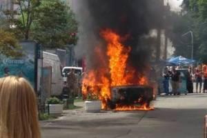 В центре Киева дотла сгорел автомобиль
