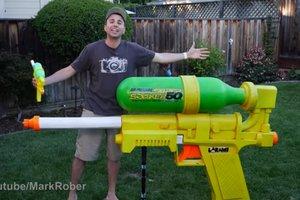 Инженер из NASA собрал огромный водяной пистолет