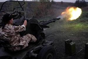 Боевики второй раз за день обстреляли Марьинку, горят здания