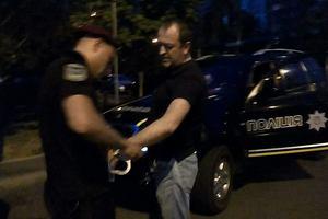 В Киеве на Позняках задержали таксиста с марихуаной