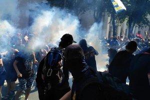 Дым и драки: появилось видео столкновений активистов с полицией