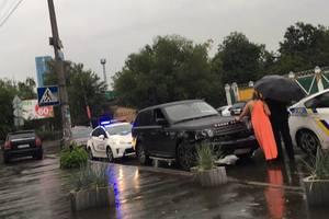 В Киеве нетрезвая девушка за рулем разбила три авто