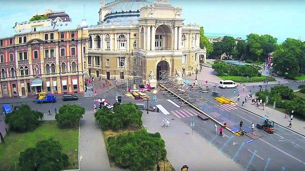 Красная дорожка открытия Одесского интернационального кинофестиваля: яркие пары исмелые наряды