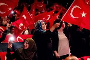 Накануне годовщины попытки госпереворота в Турции уволили более семи тысяч госслужащих