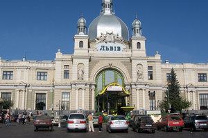 Во Львове срочно эвакуировали людей с центрального вокзала