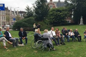 Трагедия МН17: родные жертв в Нидерландах устроили протест у посольства РФ