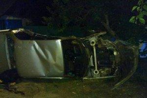 В Харькове BMW врезался в столб: есть погибший и пострадавшие