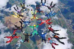 В Харьковской области парашютисты установили рекорд Украины