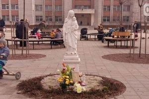 Вандалы отбили голову скульптуре Божьей Матери во Львове