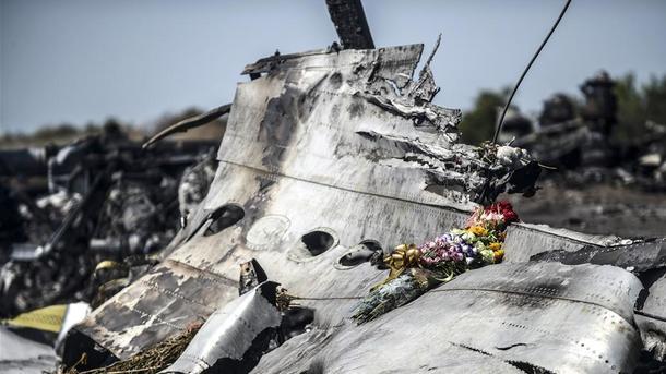 Родственники жертв MH17 передали послание в российское посольство
