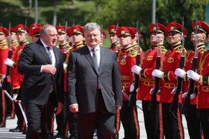 Порошенко: Вступление в НАТО важно для безопасности Грузии и Украины