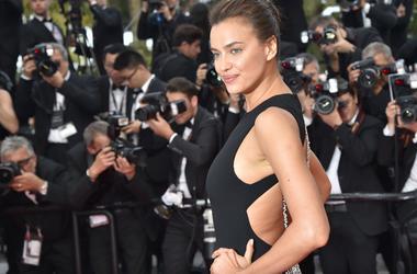 Ирина Шейк позировала для Vogue в куртке на голое тело