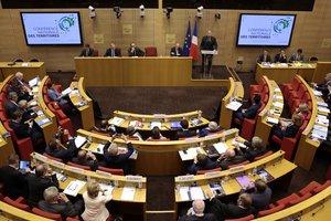 Во Франции приняли антитеррористический закон, который сменит режим ЧП
