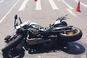 Мотоциклист насмерть сбил женщину в Херсонской области