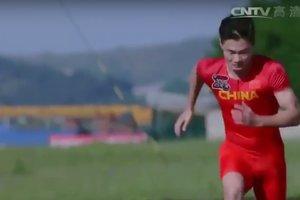 Видеохит: в Китае легкоатлет обогнал истребитель