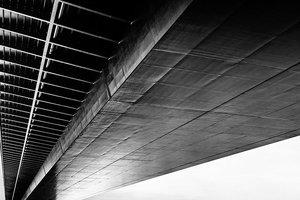 Во Львове парень сорвался с моста во время селфи