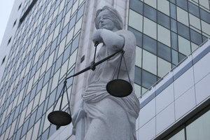 В Одессе судью облили зеленкой, женщина в больнице