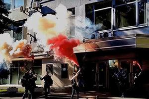 В Москве активисты устроили акцию с дымовыми шашками