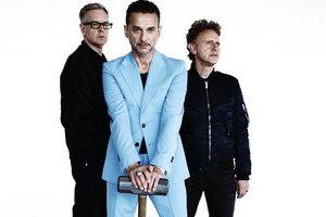 """Depeche Mode в Киеве: начало концерта задерживается, на входе в """"Олимпийский"""" - толчея"""
