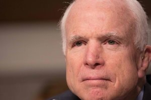 Джону Маккейну удалили опухоль в мозгу - СМИ