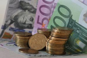 Курс евро в Украине откатился после роста