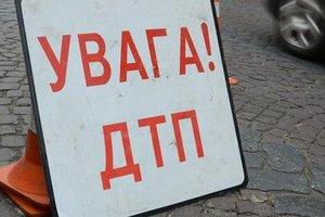 Во Львовской области  водитель легковушки влетел в лавочку с детьми